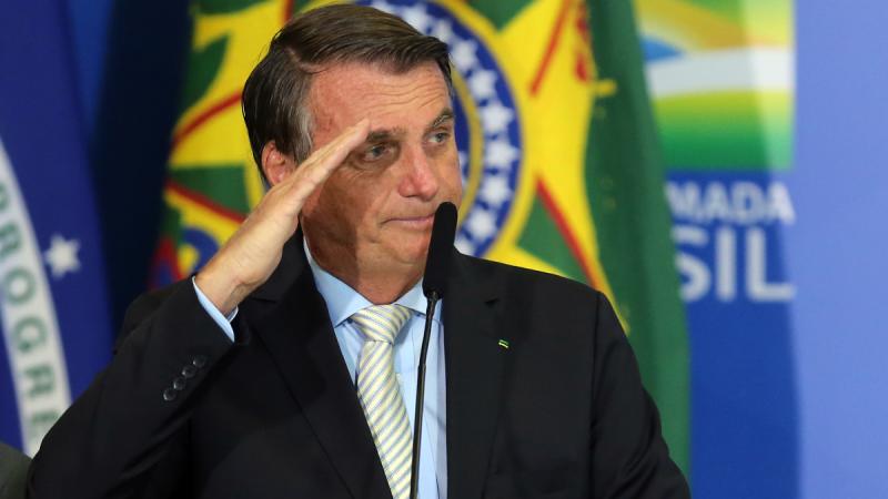 Bolsonaro assina MP que cria programa habitacional e subsídio para policiais e bombeiros
