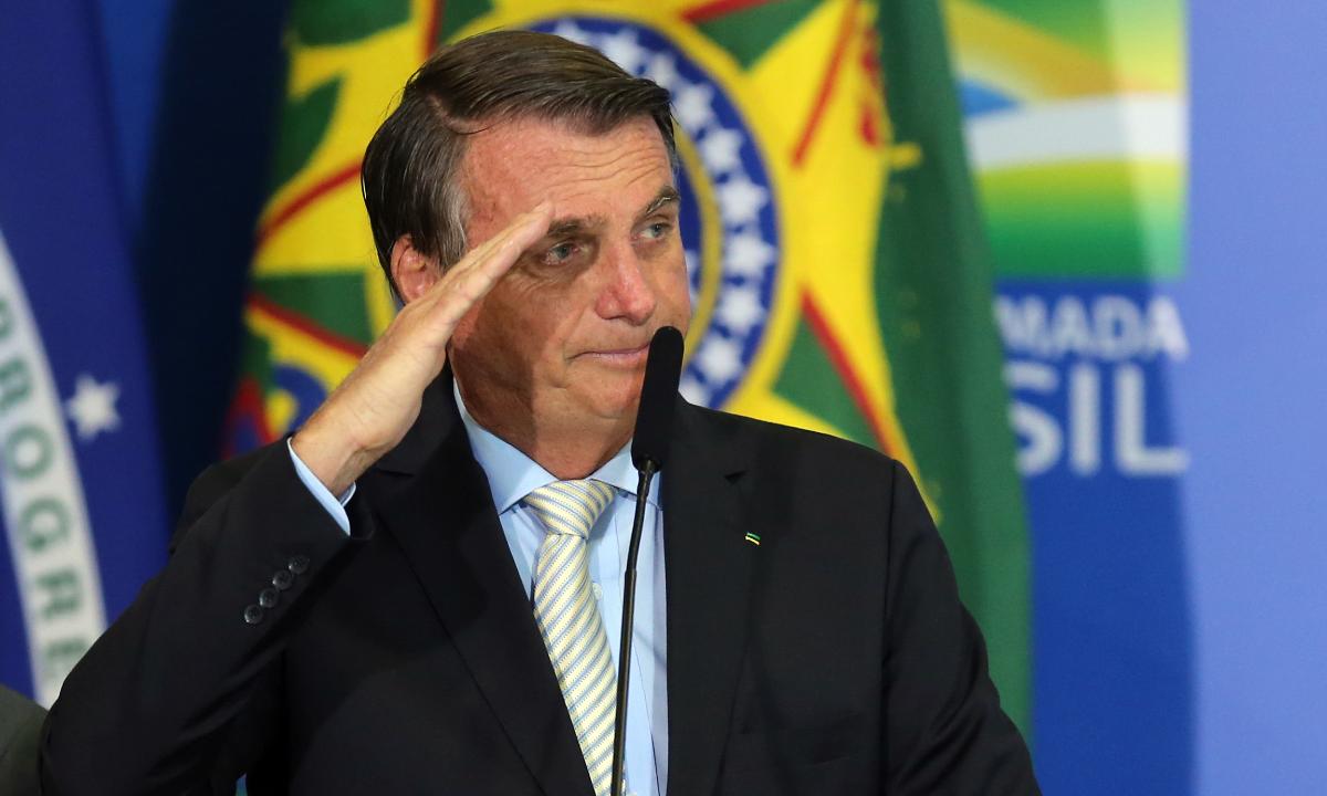 'Se Pátria for ultrajada, lutaremos sem temor', afirma Bolsonaro