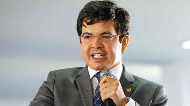 CHILIQUE: PSOL aciona PGR após Bolsonaro chamar Randolfe de 'saltitante'