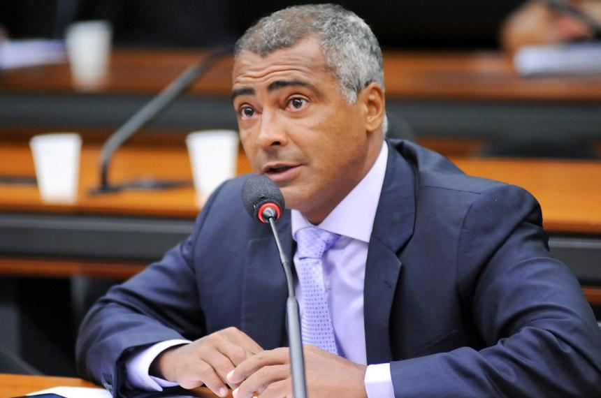 Romário tem bens bloqueados pela Justiça, a dívida é de R$ 40 milhões