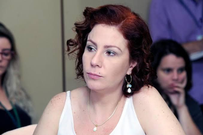 Carla Zambelli acha estranho Barroso determinar campanha para defender urna eletrônica e pede explicações