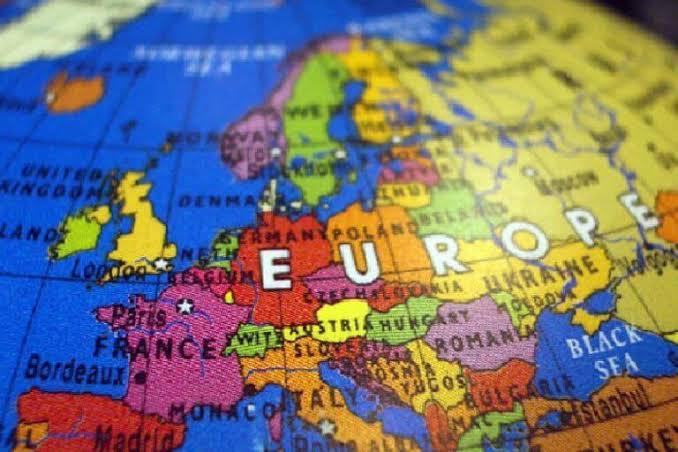 Europa irá receber viajantes imunizados com vacinas autorizadas; imunizados com CoronaVac ficarão de fora