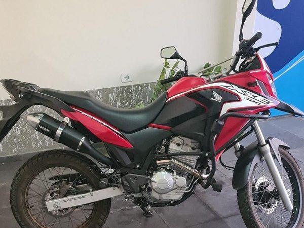"""""""Como assim??"""", reagiu uma mulher ao ser multada por falta de uso de cinto de segurança na condução de motocicleta"""