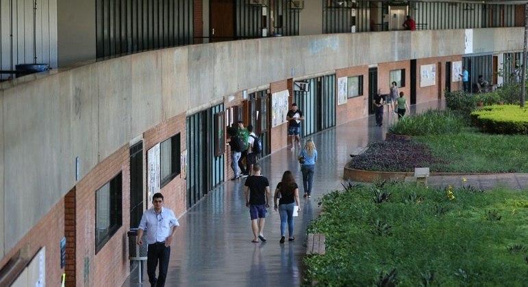 Governo libera R$ 2,6 bi para as universidades federais