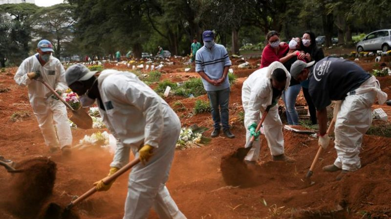 Brasil tem média móvel de mortes abaixo de 2 mil pelo 4º dia seguido