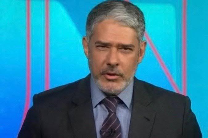 William Bonner diz que vai fazer anúncio hoje no Jornal Nacional e saída do apresentador é especulada