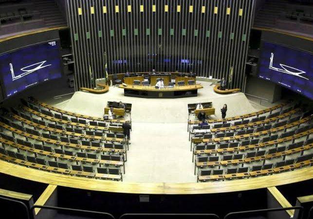Parlamentares de esquerda, movimentos sociais e entidades apresentam na Câmara 'superpedido' de impeachment de Bolsonaro