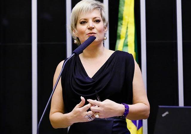"""Joice Hasselmann diz não votar em Bolsonaro """"nem com arma na cabeça"""""""