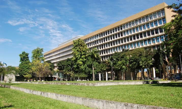 Universidades federais gastam quase 90% das verbas em salários