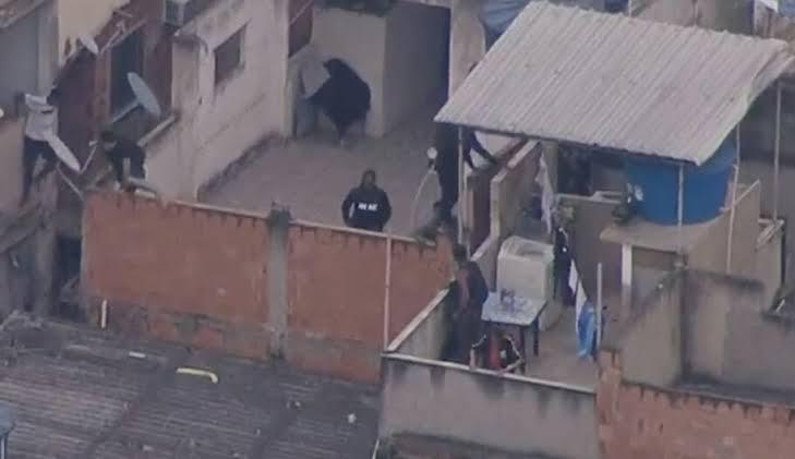 Justiça do RJ libera três presos em operação no Jacarezinho