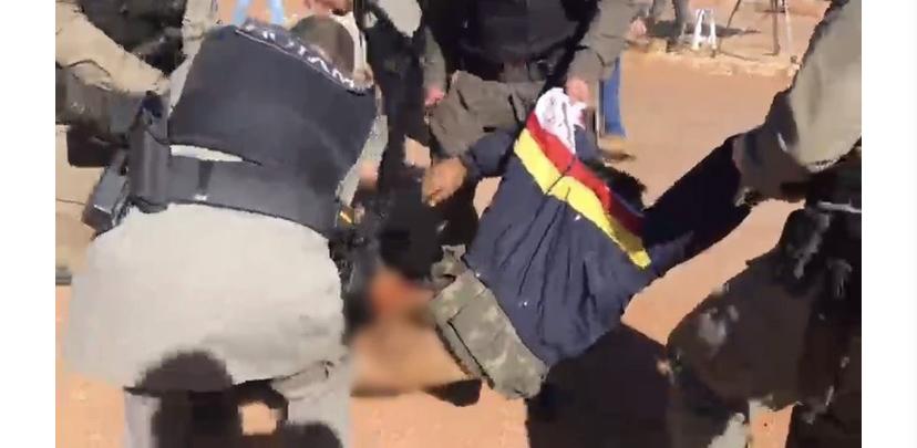 Lázaro vestia casaco da Polícia Militar do DF quando foi preso