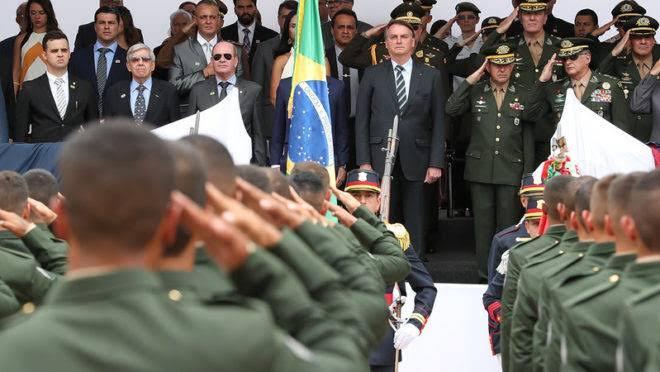 """Bolsonaro: """"Além do povo, tenho as Forças Armadas comprometidas com a democracia e a verdade""""; VEJA VÍDEO"""