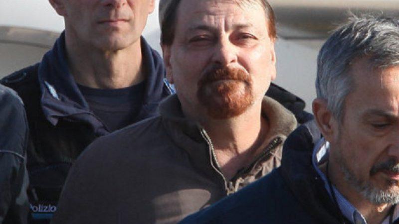 Cesare Battisti é transferido de prisão e encerra greve de fome