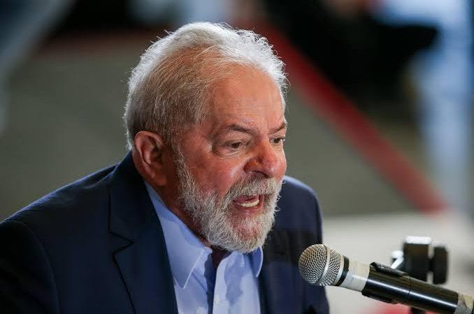 Lula diz a chefes de favelas que polícia aumenta violência e quer redefinir papel da Segurança
