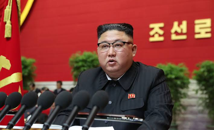Kim Jong-un diz que Coreia do Norte deve se preparar para 'confronto' com EUA