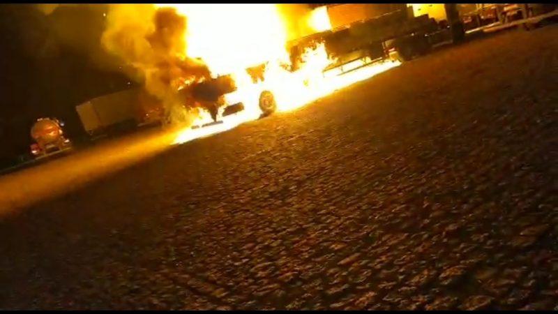 Devastador: caminhão de combustível explode e arrasa tudo, VEJA VÍDEOS