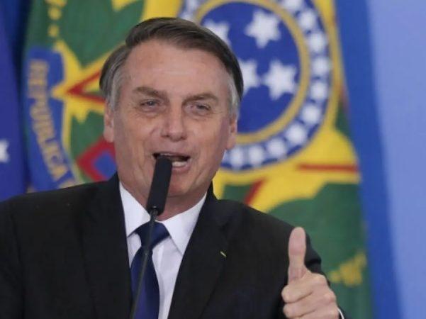 Bolsonaro diz que Lázaro será capturado e apoia os policiais