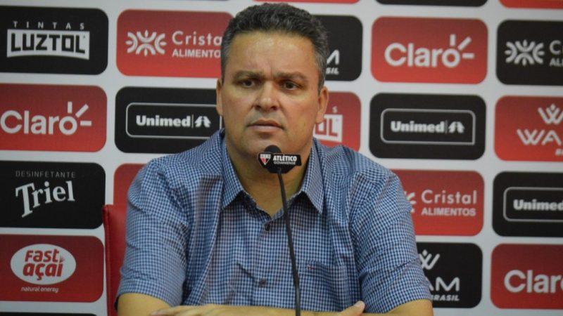 """Após vitória contra o São Paulo, presidente do Atlético-GO solta o verbo contra Tite: """"deixa de politicagem e enxerga futebol"""""""