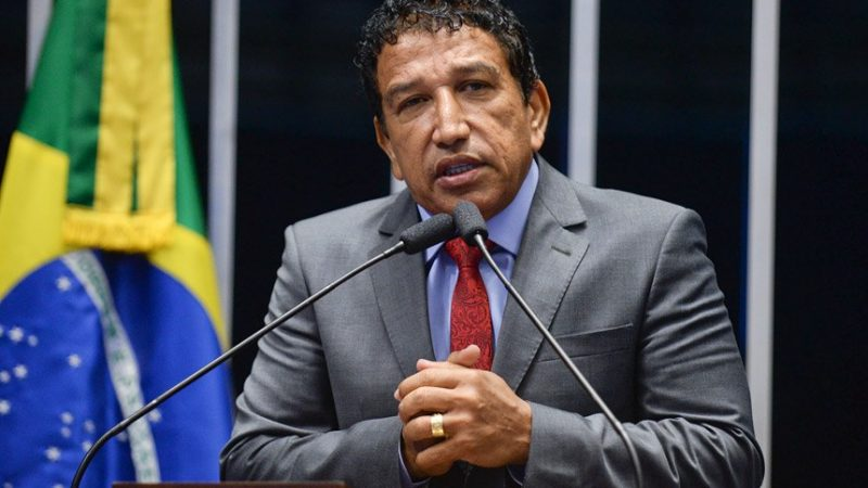 Magno Malta confronta Moraes e o desafia a mandar prendê-lo