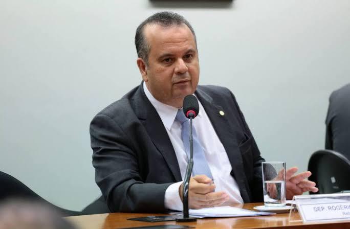 """Rogério Marinho foi a câmara para esclarecer sobre """"orçamento paralelo"""" e partidos desistiram de ação no STF"""