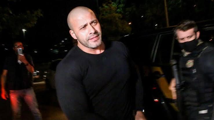 Alexandre de Moraes mandou Daniel Silveira pagar fiança de 100 mil ou volta para o cárcere na penitenciária