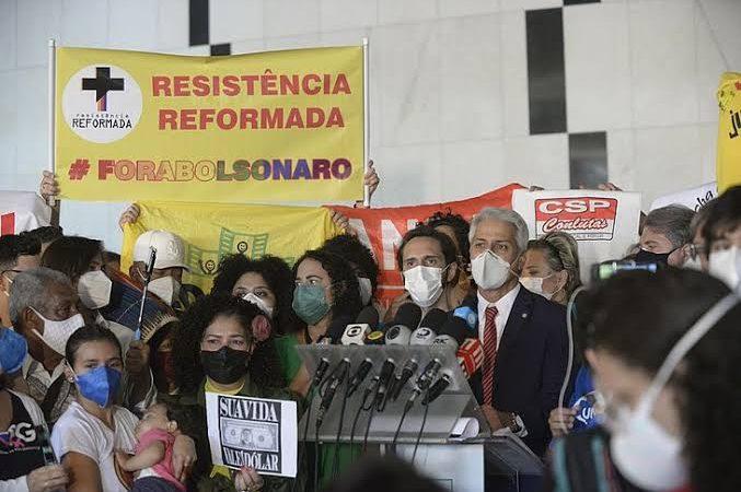 """Esperneio: oposição à Bolsonaro requenta pedidos de impeachment e mudam o nome: """"superpedido"""""""
