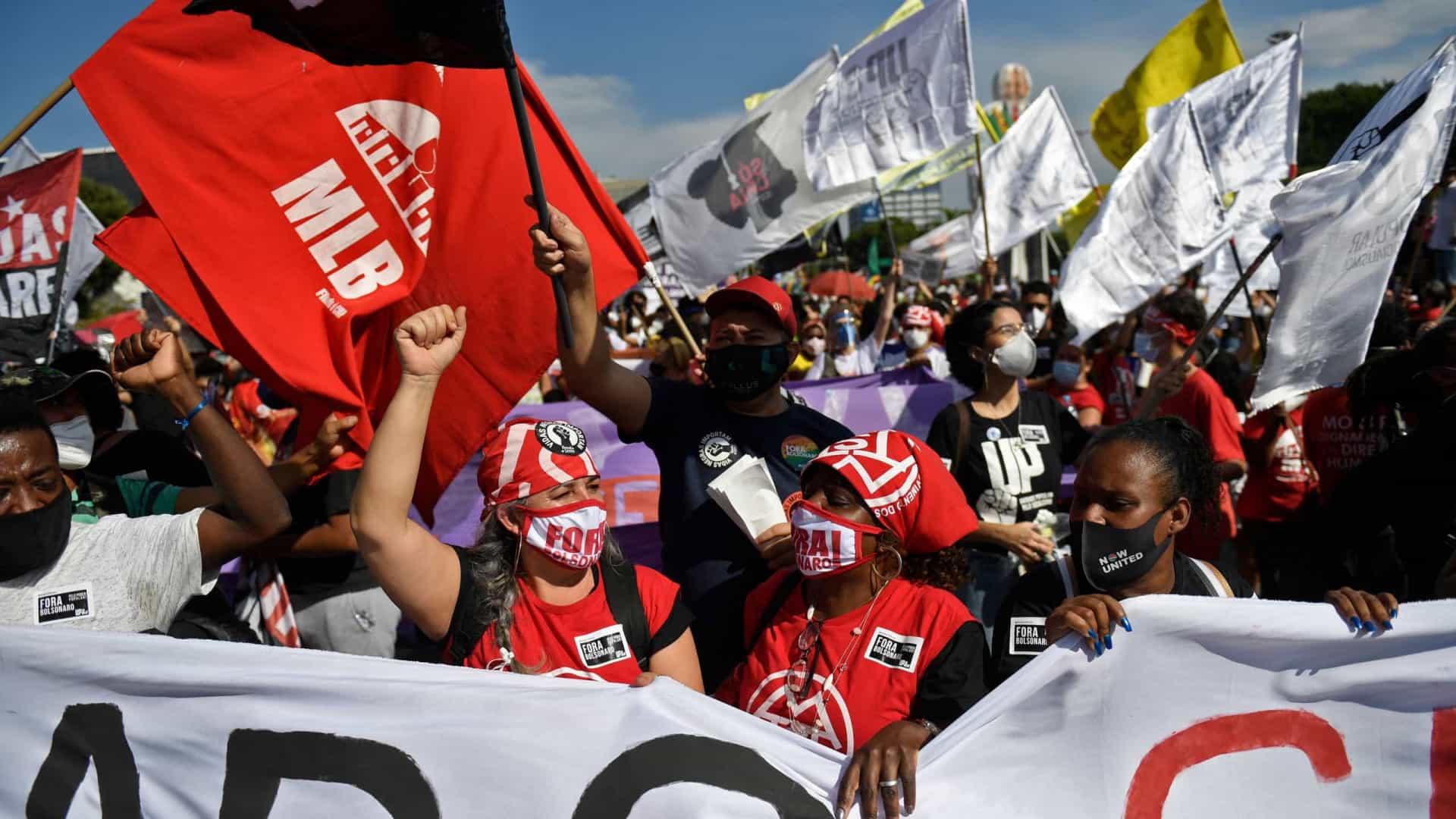 Durante ato contra Bolsonaro, agências bancárias são depredadas em São Paulo