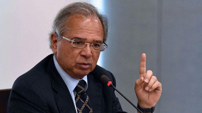 'O Brasil está decolando de novo', afirma Guedes