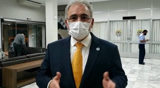 Brasil tem estrutura para vacinar 2,4 milhões todos os dias, diz Queiroga