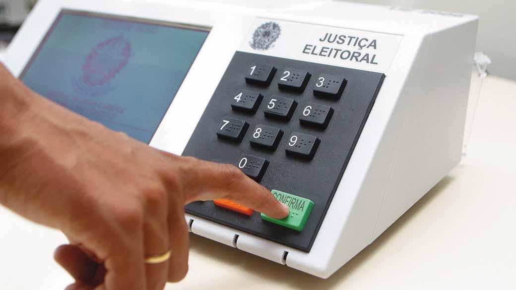 Eleitores de cinco municípios definem novos prefeitos neste domingo