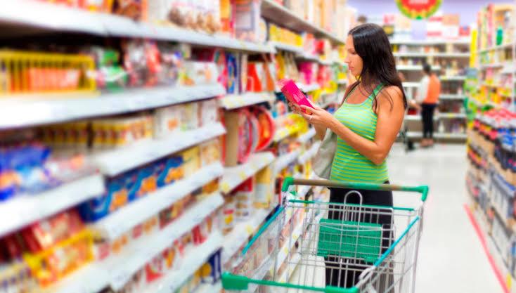 Confiança do consumidor tem 4ª alta seguida e vai ao maior nível em 9 meses, aponta FGV