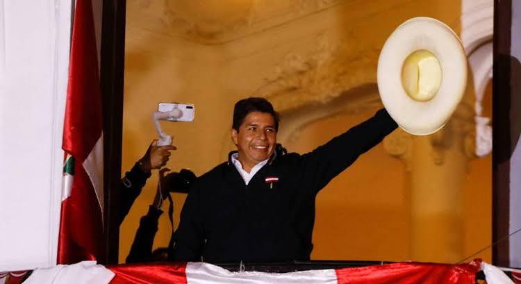 Após posse de presidente de esquerda, chefe das Forças Armadas do Peru renuncia ao cargo
