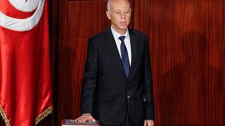 Bomba: Presidente da Tunísia fecha Parlamento e demite primeiro-ministro, com apoio da população; VEJA VÍDEO