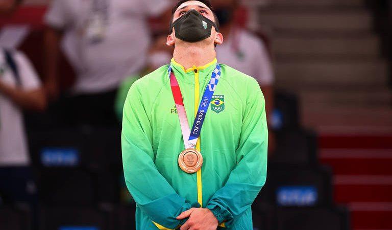 Ministério da Defesa comemora medalha de atleta militar nas Olimpíadas