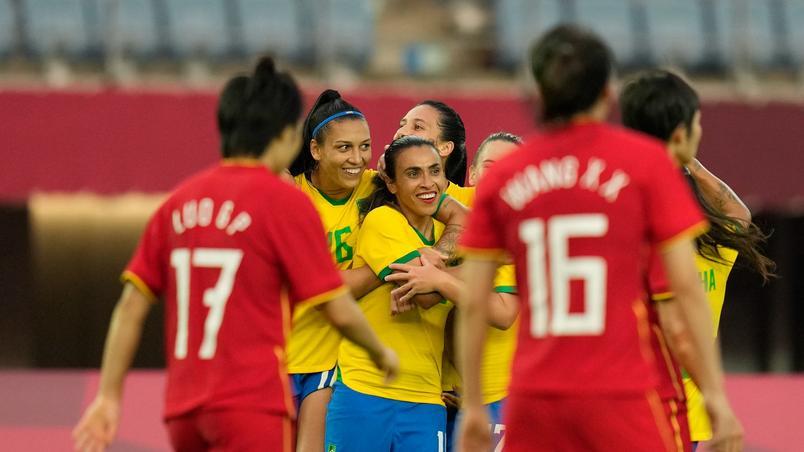 JOGOS COMEÇARAM: Em estreia na Olimpíada, futebol feminino do Brasil goleia China por 5 a 0