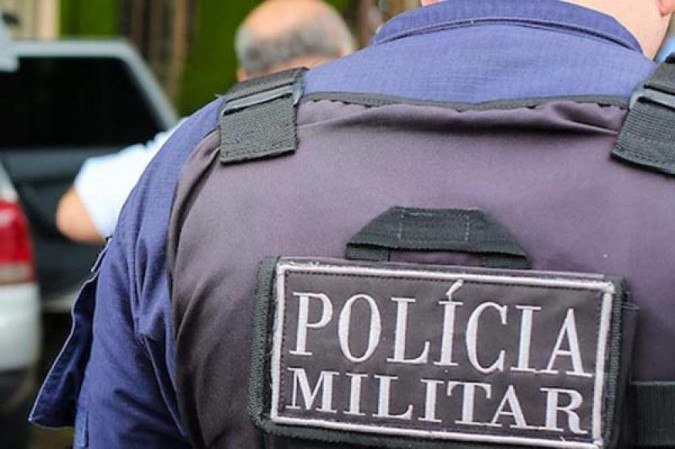 Policiais salvam a vida de criança engasgada com macarrão