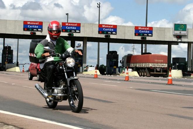 Motociclistas não pagarão mais pedágio, diz ministro