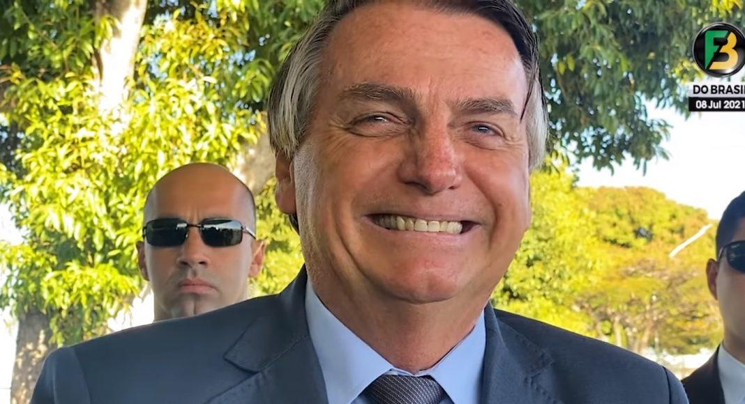 """Bolsonaro chama eleitores de Lula de """"jumentos de duas pernas"""""""