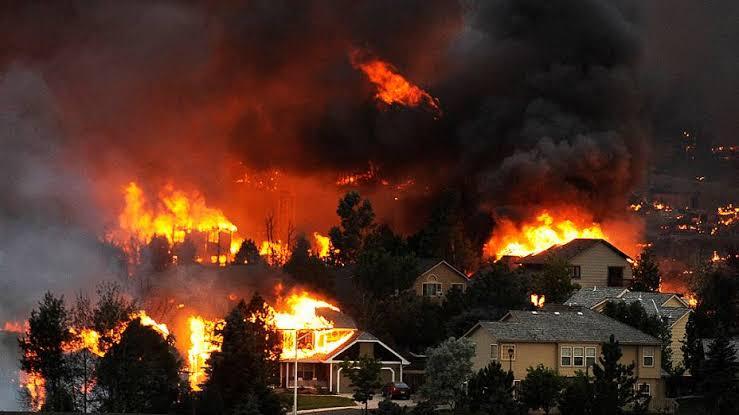 EUA: Incêndio florestal já atinge área equivalente a 20 mil campos de futebol; VEJA VÍDEO