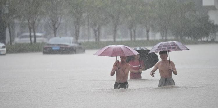 'Maior tempestade em mil anos' mata pelo menos 25 pessoas na China