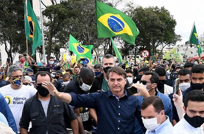 Bolsonaro lidera pesquisa em Santa Catarina e aparece com quase 30 pontos à frente de Lula