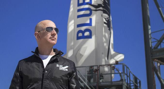 SUCESSO: Jeff Bezos conclui a 1ª viagem espacial da Blue Origin; VEJA VÍDEO