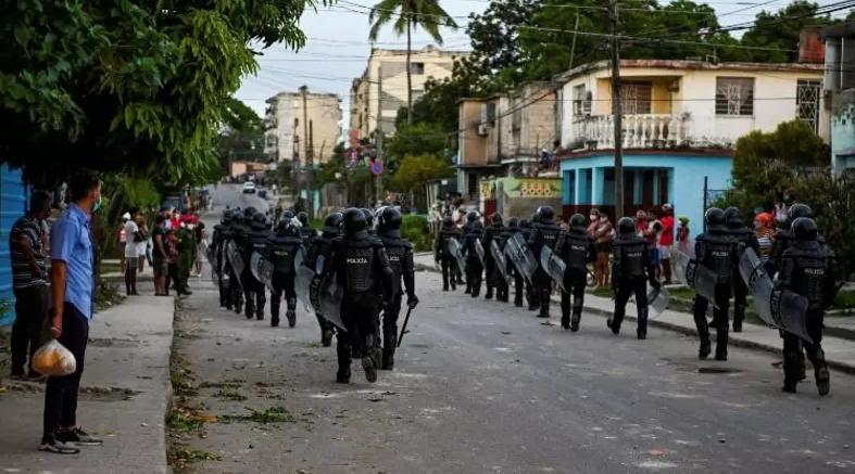 URGENTE : Homem morre em protesto contra o governo em Cuba, diz mídia estatal