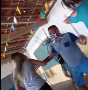 Briga com cadeiradas em fila de vacinação viraliza nas redes sociais, VEJA VÍDEO