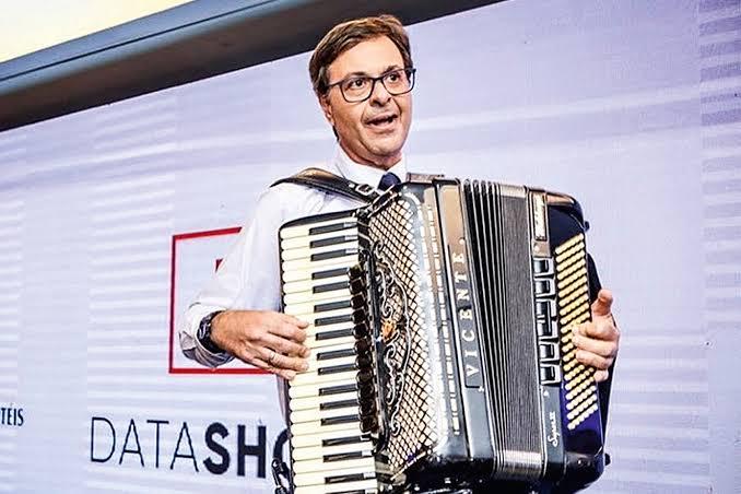 """Bolsonaro: """"Acho que Gilson Machado quer ser senador"""""""