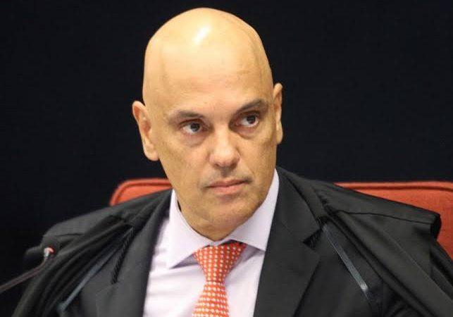 Alexandre de Moraes manda investigar Flávio e Carlos Bolsonaro por organização criminosa