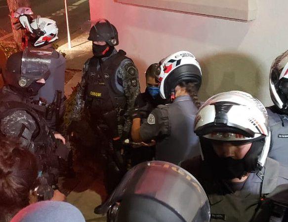 Deu ruim: PM acaba de prender 2 vândalos de esquerda acusados de fazer terror hoje em SP