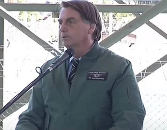 Bolsonaro critica violência em protesto: 'Nunca foi por saúde ou democracia, sempre foi pelo poder'