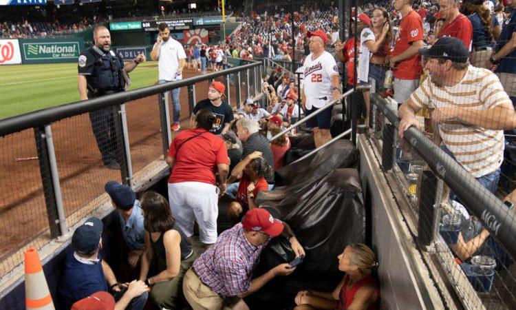 4 pessoas foram baleadas em tiroteio durante partida de beisebol nos EUA