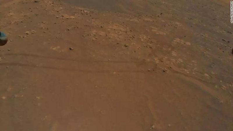 Helicóptero detecta características intrigantes em Marte durante voo recorde